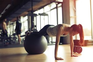 Push-ups on fitball